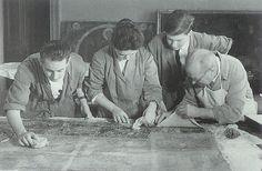 Una vez traspasada la pintura mural, se sacan las telas que sirvieron para su arrancamiento. Romans, Painting, Art, National Museum, Mural Painting, Fabrics, Art Background, Painting Art, Kunst