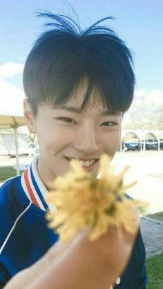 ˘³˘ — Cho Seungyoun Lockscreen/Wallpaper like or. Kim Sungjoo, Yuehua Entertainment, Play Soccer, Dye My Hair, Flower Boys, Famous Men, Boyfriend Material, Boyfriend Style, Kpop Boy