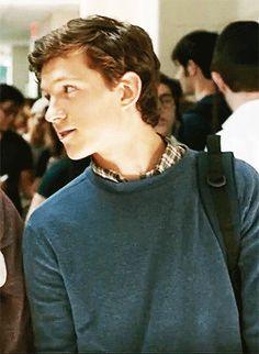 Tom Holland has the best smile Tom Holland Peter Parker, Tom Parker, Willa Holland, Wattpad, Siper Man, Serie Marvel, Parker Spiderman, Tom Holand, Baby Toms