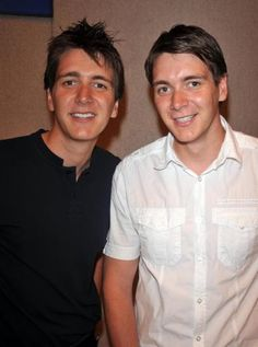 The Phelps twins: James (left) and Oliver (right) Harry Potter Twins, Oliver Phelps, Phelps Twins, Weasley Twins, Perfect People, Mischief Managed, Hunger Games, Future Husband, Hat