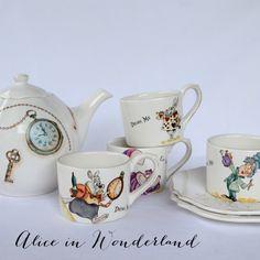 Alice in Wonderland Tea Set. Find more pictures at www.facebook.com/adrianagarcia.porcelana