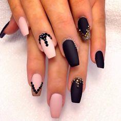 Huda Kattan @hudabeauty Love all her nail...Instagram photo
