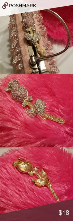 🌹👒 VINTAGE  PINK ROSE BROOCH 👜💍 Beautiful pink rose and pink rhinestones ,Leaves are in silver with rhinestones And stem is gold in rhinestones .Words cannot describe the beauty of this vintage brooch. Jewelry Brooches