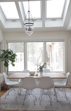 la la lovely dining area - Windows and skylights