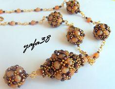 * beaded bead tuto: http://yafa38.blogspot.cz/2011/08/altin-kolye-semasi.html