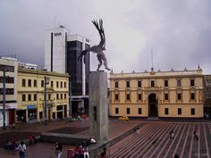 Plaza de Bolívar de Manizales #colombia Largest Countries, Countries Of The World, Spanish Speaking Countries, The Beautiful Country, How To Speak Spanish, Capital City, South America, Places Ive Been, National Parks
