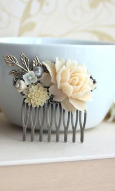 vintage inspired clip. gorgeous!