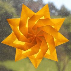This origami is a Nonagon, the Nine-Sided Twist Star, designed by malachus, and the tutorial by The Fitful Flog. Below is a video instruction: You can down Origami Yoda, Origami And Kirigami, Origami Dragon, Origami Paper Art, Origami Fish, Oragami, Paper Folding Crafts, Paper Crafts, Folded Paper Stars