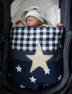 Heerlijk warm zacht dekentje voor in de kinderwagen. Kan ook in het wiegje gebruikt worden. Www.femmies.nu