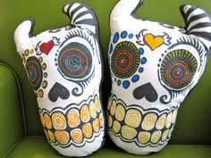 los muertos: fabric markers to add designs @Janine Nathan!!!