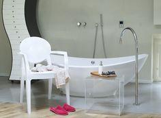 UPPER PANAMA presenta SILLA IGLOO: Ideal para hoteles, oficina, hogar y restaurantes.  Marco de policarbonato Disponible en blanco versión completa, transparente, de color transparente Apilable Para uso en interiores / exteriores