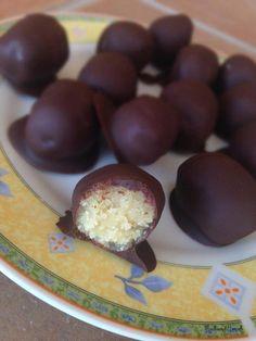 LCHF påskeæg - sukkerfri Healthy Candy, Healthy Sweets, Diabetic Desserts, Paleo Dessert, Lchf, High Fat Foods, Danish Food, Homemade Cookies, Treats