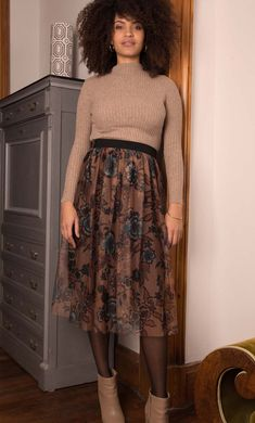 Jupon résille imprimé et pull maille cotelée Pull, Lace Skirt, Skirts, Fashion, Fashion Now, Winter Collection, Moda, Fashion Styles, Skirt