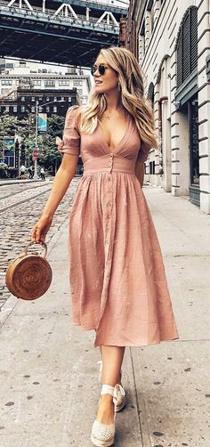Ideas for style inspiration spring summer fashion trends Summer Dress Outfits, Spring Dresses, Spring Outfits, Dress Summer, Midi Dress Outfit, Casual Midi Dress, Vintage Summer Dresses, Casual Dress Outfits, Dress Beach