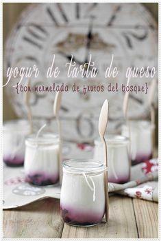 Yogur de tarta de queso con mermelada de frutos del bosque {by Paula, Con las Zarpas en la Masa}