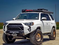 Those gold rims 🤤🤤 Overland 4runner, Toyota 4runner Trd, Overland Truck, Toyota 4x4, Toyota Trucks, Toyota Cars, Ford Raptor, Lifted Jeep Cherokee, 4runner Accessories