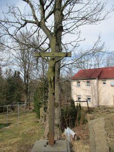 Kříž před stromem - Lipová - Ústecký kraj
