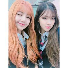 Lisa and Rosé #BLACKPINK 2/3