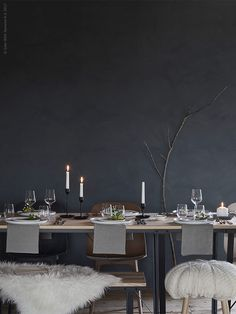 Some very inviting Christmas settings coming from Ikea Livet Hemma these days. Ikea Design, Diy Design, Ikea Christmas, Black Christmas, Winter Table, Best Ikea, Style Deco, Christmas Settings, Home And Living