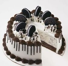 Oreo ice cream cake! My favorite!