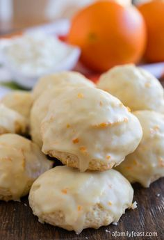 Ricotta Cookies - A classic Italian cookie that is moist and cake-like with a distinctive orange flavor. So delicious!Orange Ricotta Cookies - A classic Italian cookie that is moist and cake-like with a distinctive orange flavor. So delicious! Italian Cookie Recipes, Italian Cookies, Italian Desserts, Köstliche Desserts, Delicious Desserts, Dessert Recipes, Italian Foods, Italian Ricotta Cookies, Italian Biscuits