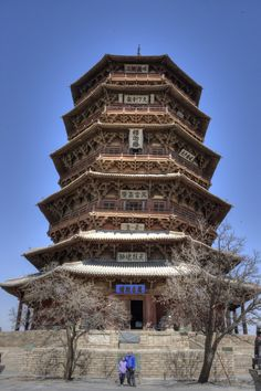 After our visit to the Hanging Temple we continued south to see the wooden Pagoda of the Fogong Temple. The pagoda stands on a 4 m (13 ft) tall stone platform, has a 10 m (33 ft) tall steeple, and reaches a total height of 67.31 m (220.83 ft) tall; it is, at almost 1,00 years old, the oldest  fully wooden pagoda still standing in China.