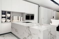 Image from http://static.cosentino.com/dekton/theme/files/images/natural-coleccion/aura-kitchen.jpg.
