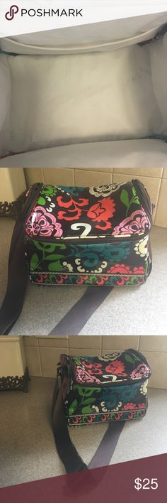 Vera Bradley Lunch Tote Vera Bradley lunch Tote. Excellent condition. Has an adjustable shoulder strap and it's a great size. Vera Bradley Bags Shoulder Bags