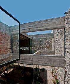 t3arc builds the concrete casa materka around a piano