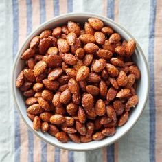 Almonds get the recipe: smoky and spicy almonds popsugar food, spiced nuts, Make Ahead Appetizers, Appetizer Recipes, Dog Food Recipes, Snack Recipes, Tailgating Recipes, Party Appetizers, Delicious Appetizers, Vegetarian Appetizers, Potluck Recipes