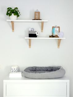 DIY: Babynestje Baby Nest Bed, Baby L, Baby Crafts, Baby Design, Designer Baby, Bed Sheets, Baby Room, Floating Shelves, Baby Shower Gifts