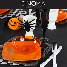 """Décoration de table """"Happy Halloween"""" pour petits et grands. Achetez toute la vaisselle pour composer ce thème sur le site DINOVIA"""