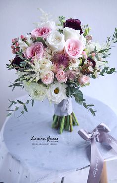 White and Pink bouquet Fall Wedding Bouquets, Bride Bouquets, Flower Bouquet Wedding, Bridesmaid Bouquet, Floral Bouquets, Floral Wedding, Sola Flowers, Bridal Flowers, Deco Floral