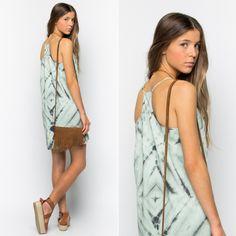 Nos flipa nuestro vestido tie & dye!!! Es perfecto para salir o para quedar con las amigas!!! En definitiva, es un MUST HAVE de esta temporada!!!#nicoli #nicolimoda #fashion #moda #nice #cool #lomasin #summer #verano #vestido #dress #loveit   http://www.nicoli.es/tienda/Vestido-tirantes-tie-dye-agua-gris.html
