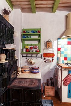 Inspiring Bohemian Kitchen And How to Add Bohemian Style to Your Kitchen Captivating Bohemian Chic Kitchen Design Ideas. Earthy Kitchen, Bohemian Kitchen, Rustic Kitchen, Bohemian Patio, Bohemian Decor, Bohemian Style, Traditional Decor, Traditional House, Traditional Kitchen