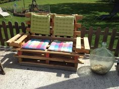 upcycled wooden pallet bench