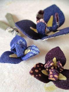 さくら小箱 の画像|ちりめん遊び うさぎ Fabric Ribbon, Fabric Flowers, Handmade Flowers, Diy And Crafts, Baby Shoes, Textiles, Japan, Kids, Badges