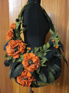 Diy Crochet Flowers, Felt Flowers, Unique Purses, Unique Bags, Stylish Handbags, Purses And Handbags, Creative Bag, Diy Clutch, Denim Tote Bags