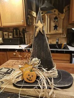 ideas fall wood crafts - Pallet DIY - ideas fall wood crafts - Pallet DIY - Halloween Diy pumpkin idea do it yourself upcycling All credits: If The Broom Fits, Fly It! Diy Halloween, Halloween Kitchen Decor, Halloween Wood Crafts, Adornos Halloween, Manualidades Halloween, Halloween House, Wooden Halloween Decorations, Halloween Makeup, Wooden Halloween Signs