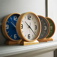 Wood mantle clocks €27