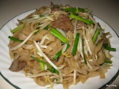 Stir fry noodle ( khmer Mee Char) This is khmer char mee, it is easy to make, instead of Pad Thai khmer Mee Char is a bit difference we . Asian Noodle Recipes, Asian Recipes, Healthy Recipes, Ethnic Recipes, Laos Recipes, Healthy Food, Stir Fry Noodles, Beef And Noodles, Asian Noodles