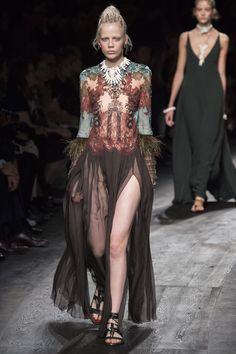 Valentino Spring 2016 Ready-to-Wear Collection Photos - Vogue
