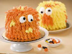Monstertörtchen erfreuen nicht nur die Kleinen zu Halloween - Zeit: 30 Min. | eatsmarter.de - Unsere gruseligsten Halloween Rezepte findet ihr hier: http://eatsmarter.de/thema/halloween-rezepte