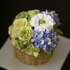 Thailand student's work... Basket style buttercream flowercake.. #cherryblossom #buttercream #butter #buttercreamflowers #flowers #flower #cake #cakes #kiss #kissthecake #kissthecook #koreanstyle #koreanbuttercream #spring #basket #케이크 #케익 #플라워케이크 #플라워 #플라워케익 #버터크림 #키스더케익 #키스 #키스더케이크#바구니케익 #버터크림플라워케이크 #벚꽃 #봄