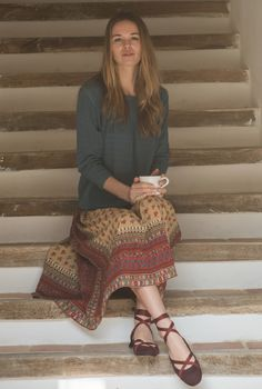 Virginia shirt, sky. Anna skirt, multicolor. Glicine flats, wine.