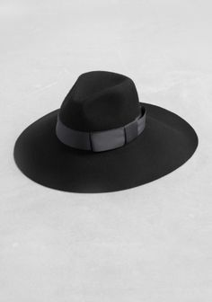 A wool hat with an elegantly tied ribbon and an slightly asymmetric brim from #&otherstories #hat