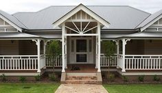 The Delahunty Home by Strongbuild (part Weatherboard House, Queenslander, Facade House, House Exteriors, Front Verandah, English Architecture, New Zealand Houses, Garden Design Plans, Australian Homes