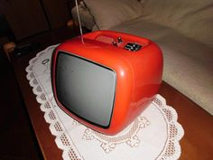 Telka ja má být :) Oldies But Goodies, Box Tv, Czech Republic, Retro, Retro Illustration, Bohemia, Mid Century