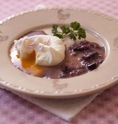 Photo de la recette : Oeufs pochés en sauce meurette ou bourguignonne