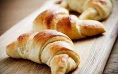 Cornetti fatti in casa - I cornetti biscotto sono una ricetta facile e veloce. Si preparano seguendo la ricetta di Anna Moroni e rendono deliziosa una colazione.